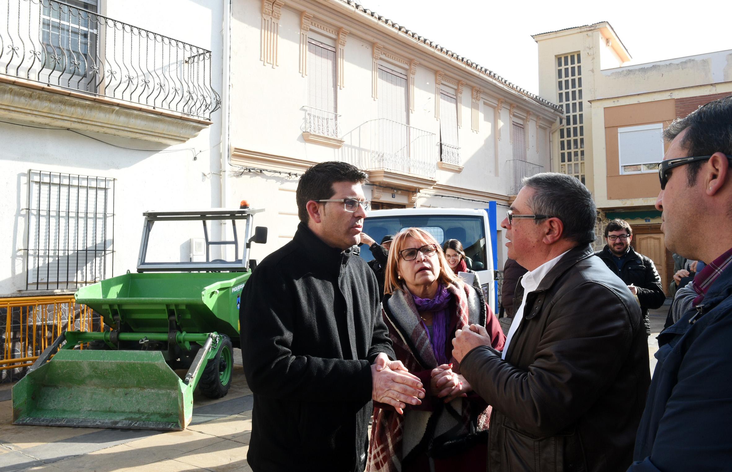 La reurbanización de calles, la adquisición de vehículos para mejorar los servicios municipales y una reforma parcial del castillo son algunos de los proyectos ejecutados con fondos provinciales.