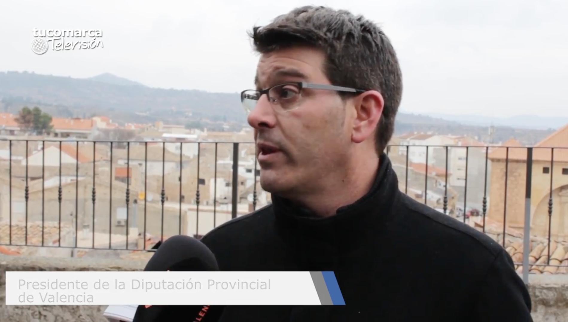El presidente de la Diputaciò de València durante su visita al Valle de Ayora-Cofrentes. Pablo Vinat.