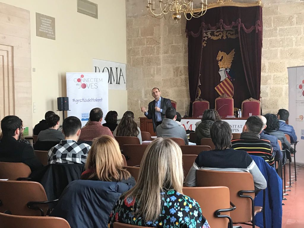 """El diputado provincial Bartolomé Nofuentes: """"es imprescindible que nos sentemos a trabajar en equipo para poder mejorar nuestras políticas de formación y empleo""""."""