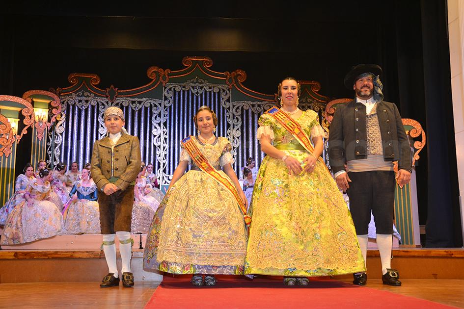 Las protagonistas de la presentación posaron con los presidentes.