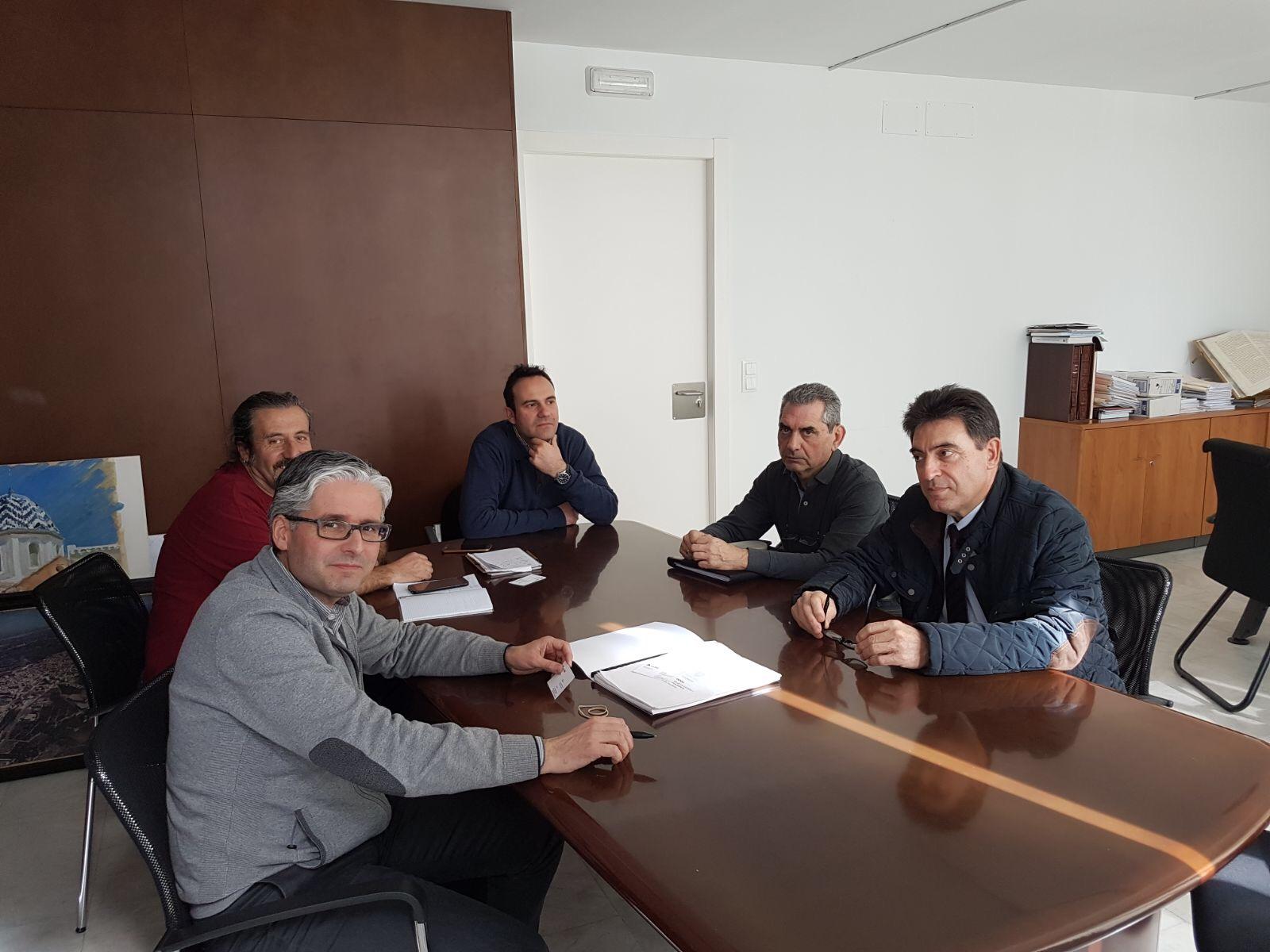 La intenció del consistori és adequar-los com a via verda i unir-los a la xarxa cicloturística de tota la comarca.