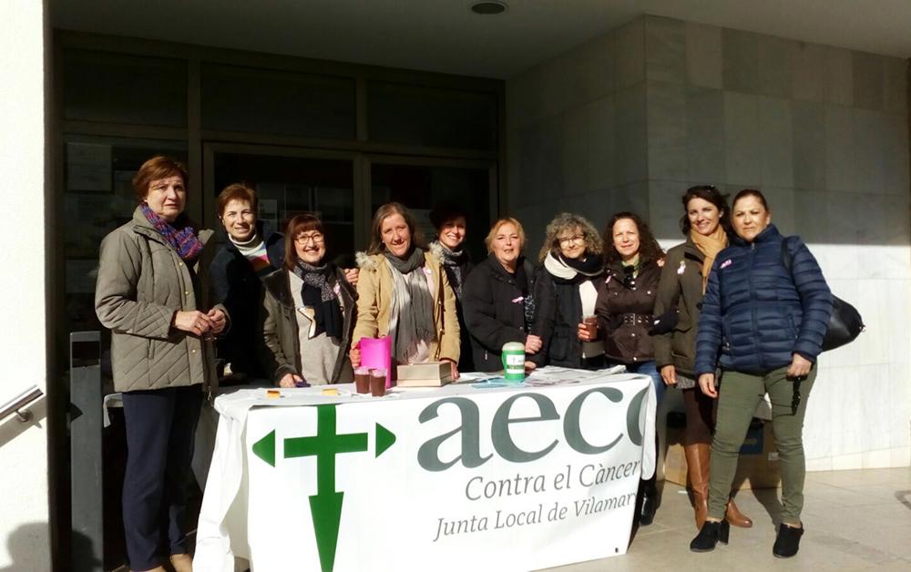 La Junta Local de l'Associació Espanyola contra el Càncer va llançar, este dissabte, un missatge de suport als malalts i les seues famílies i va demanar el compromís de les administracions per invertir esforços i diners per combatre la malaltia.