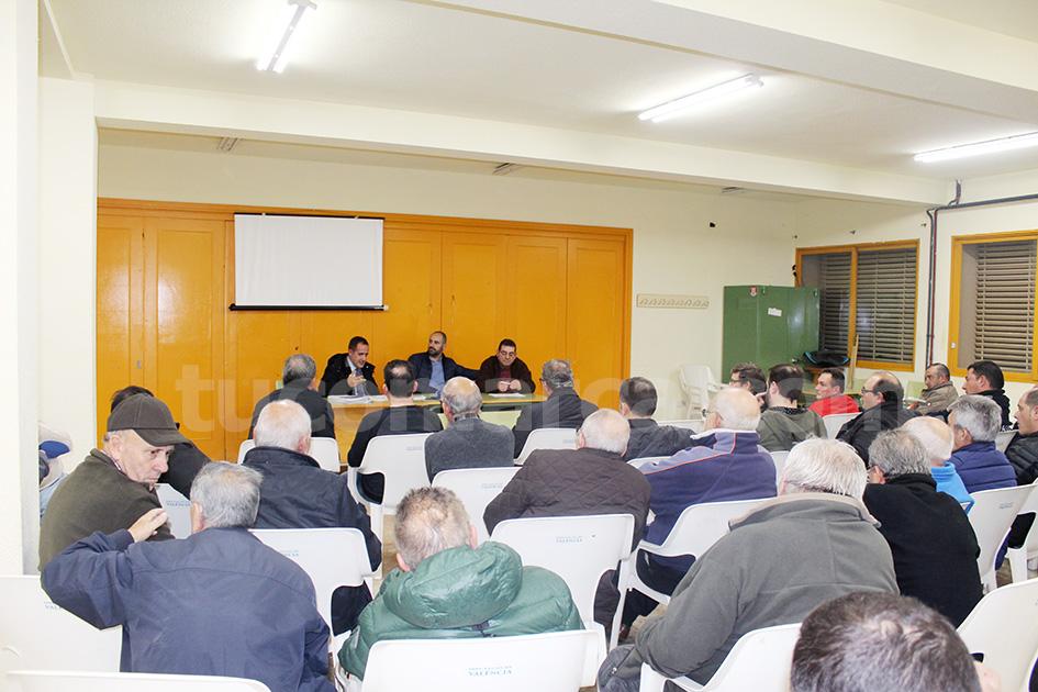 Los socios del CD Buñol se han reunido en Asamblea extraordinaria para ultimar los detalles de la próxima, en la que se elegirá a la junta y al presidente. Foto: Raúl Miralles Lacalle.