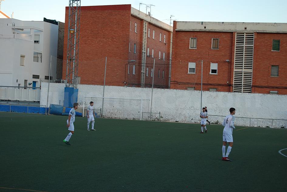 El empate cosechado por el CD Buñol sabe a victoria tras los últimos resultados cosechados en casa. Foto: Raúl Miralles.