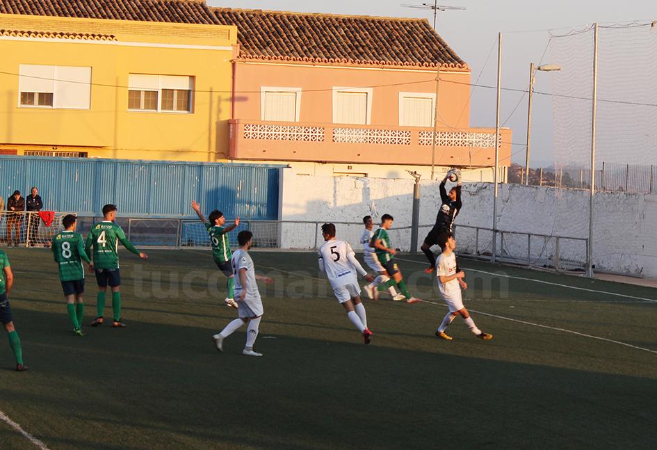 El CD Buñol no ha podido con el Borriol, contra el que ha caído por 2 goles a 1. Foto: Raúl Miralles Lacalle.