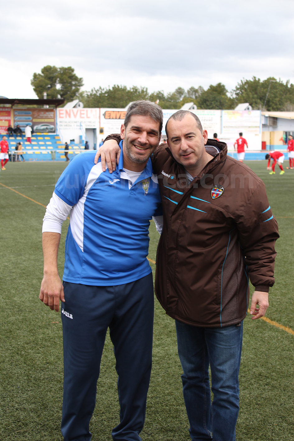 La cordialidad ha estado presente entre ambos equipos y entrenadores. Foto: Raúl Miralles.