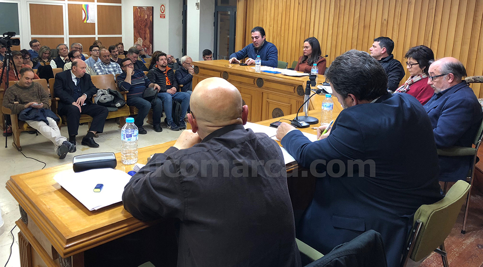 Acto de presentación de la nueva ley de autónomos en el Salón de Plenos del Ayuntamiento de Buñol.