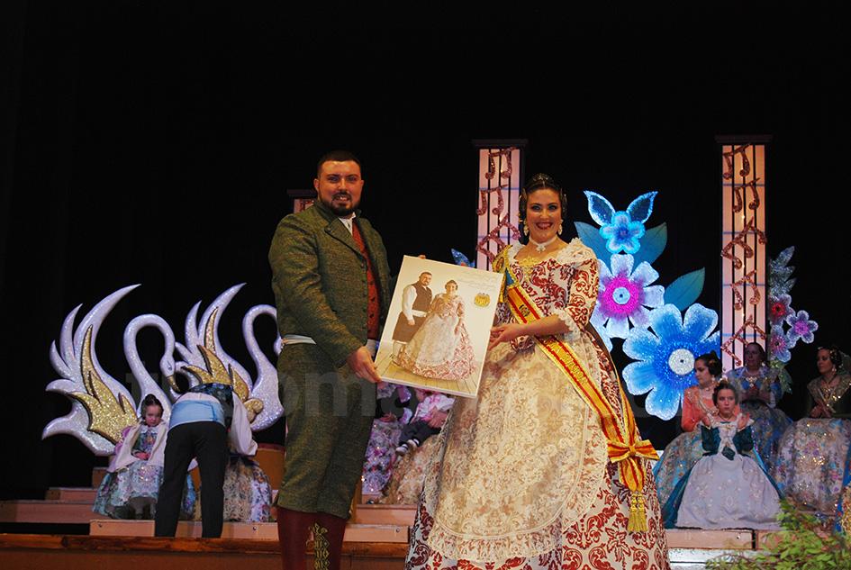 Ana junto al presidente Manu Gómez que es su hermano.