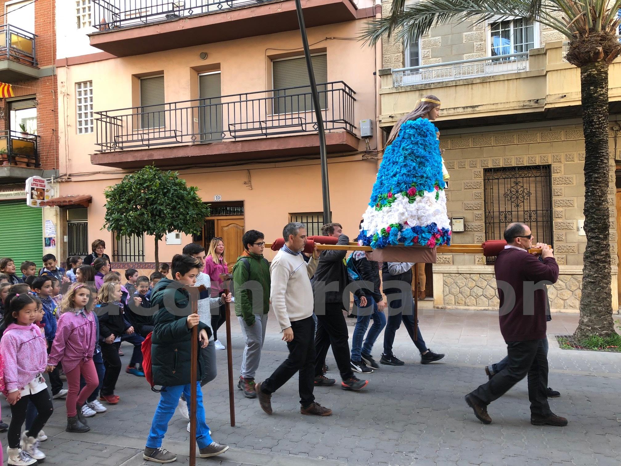 La Romería recorrió las calles de las Ventas en la mañana del pasado viernes.