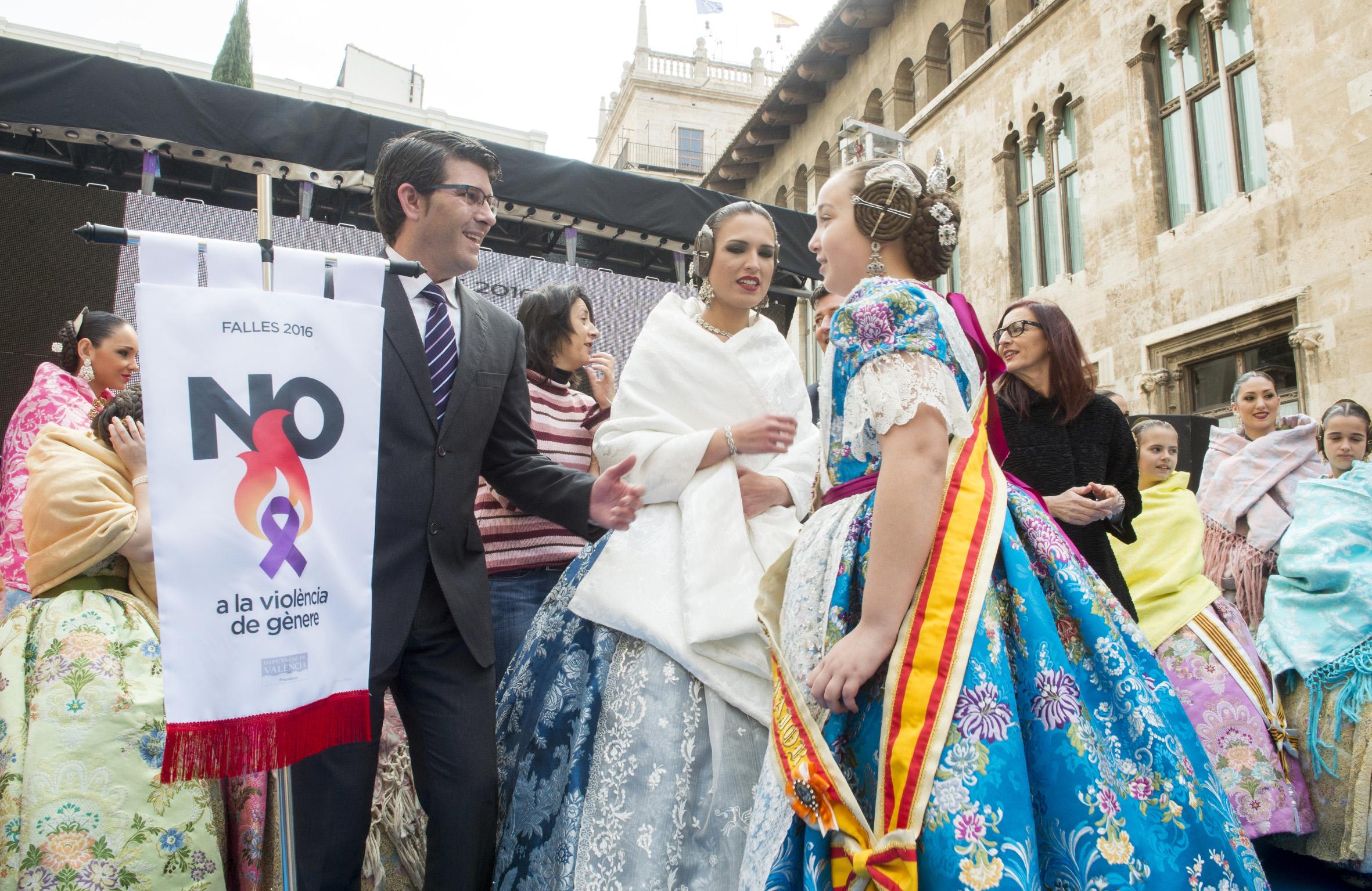 La Diputació celebra la tradicional recepción fallera.