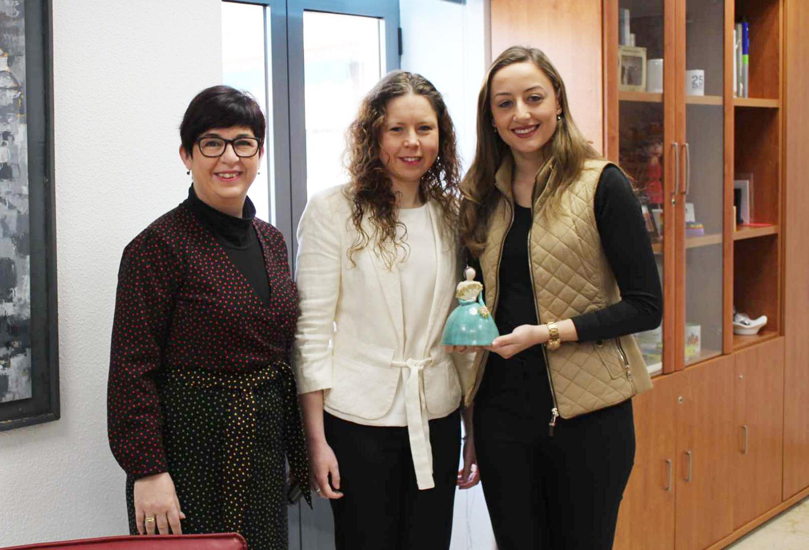 Rocío Gil, Fallera Mayor de Valencia, junto a la alcaldesa de Buñol, Juncal Carrascosa y la Fallera Mayor de Buñol, Nairobi Galarza Sanz.