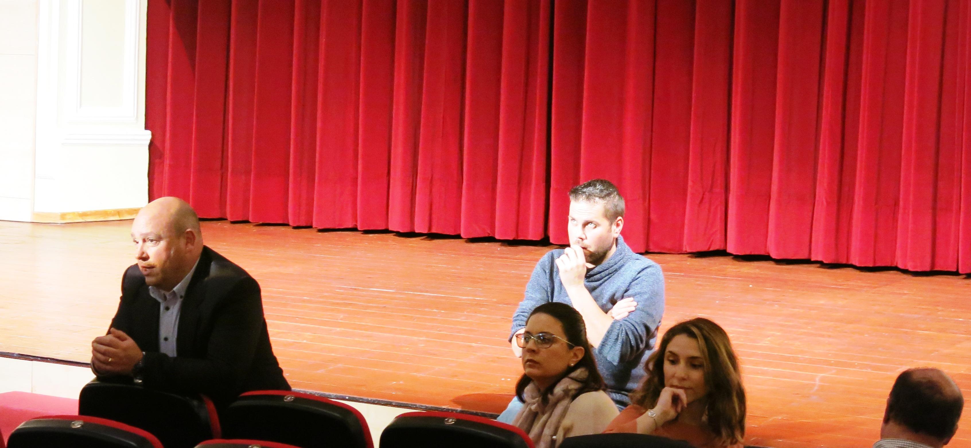 Un moment del acte al teatre Ideal de Turís.