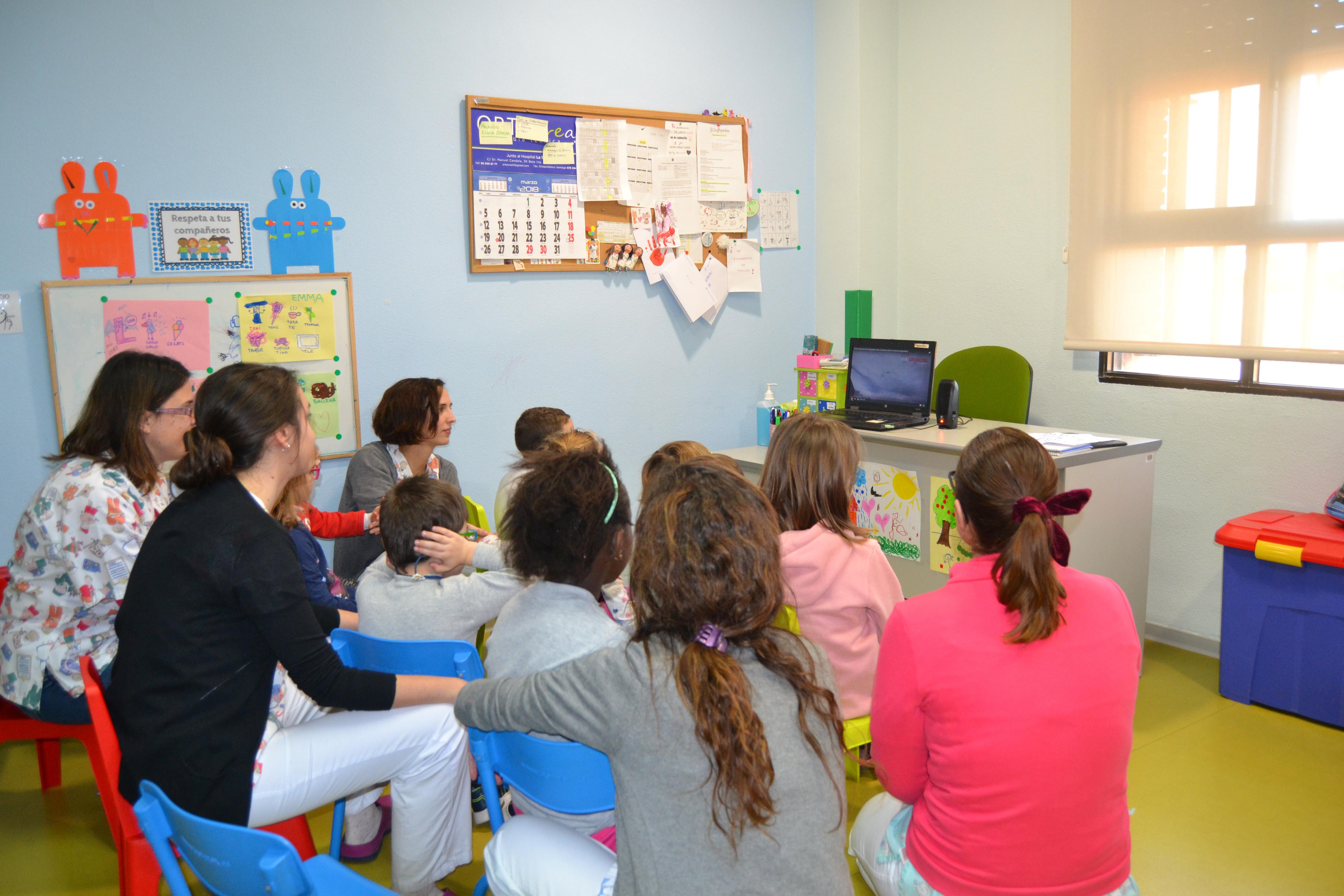 Alrededor de 400 niños se benefician de las terapias de la Unidad de Neurorrehabilitación Infantil del Hospital de Manises.