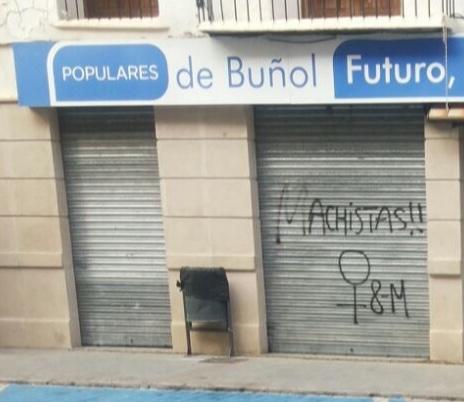 Pintada realizada en la sede del PP de Buñol.