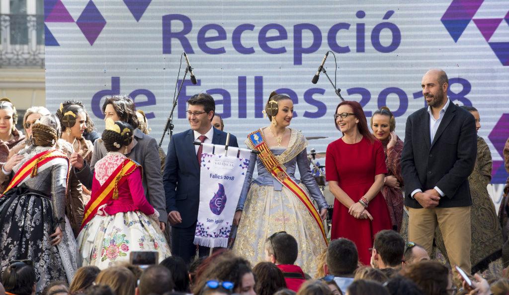 La Diputació abre la semana grande de las Fallas proclamando la igualdad junto a 3.000 falleras y falleros.