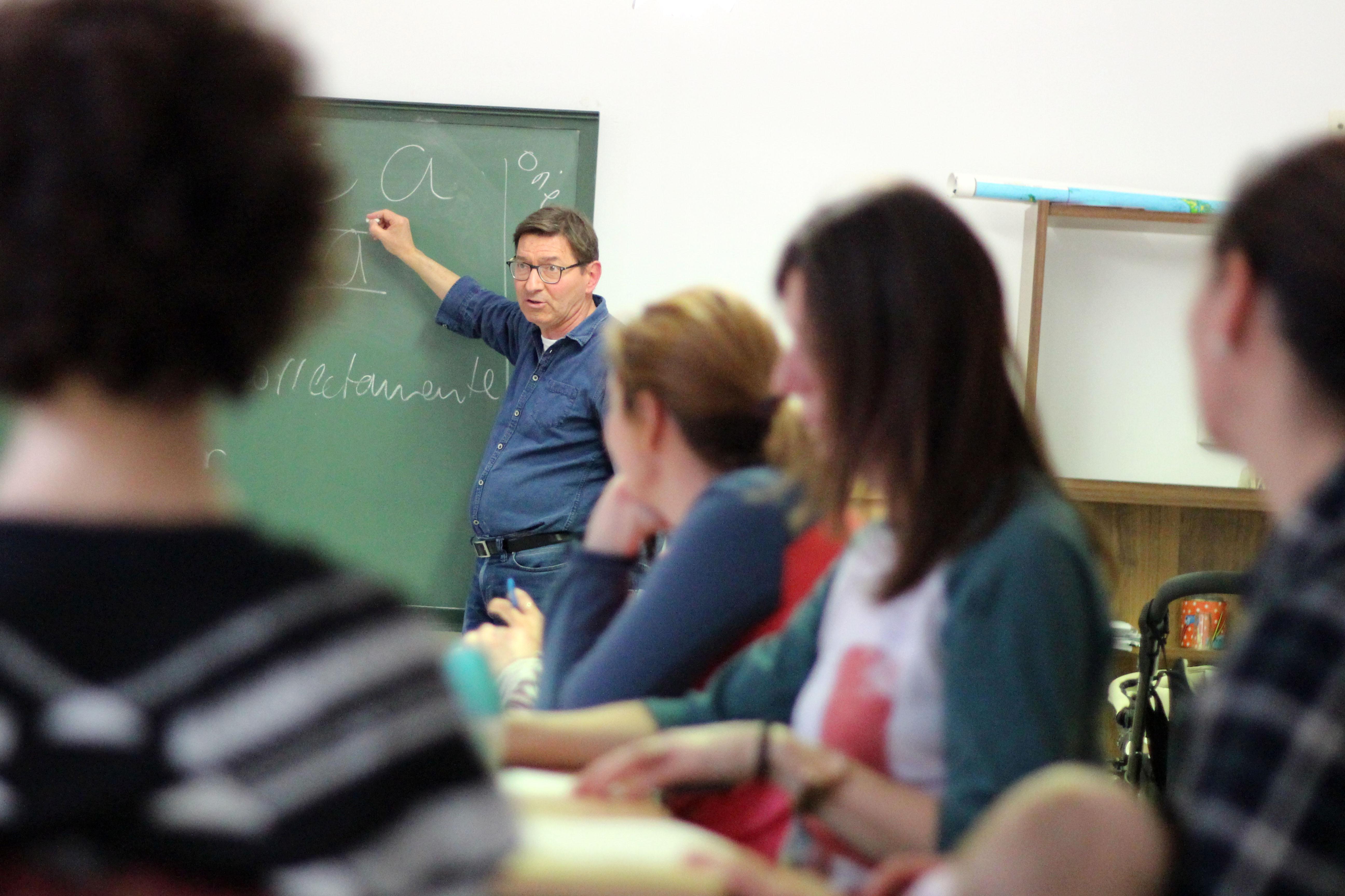 Escuela para Madres y Padres que se imparte desde el gabinete psicopedagógico municipal, a cargo de Joan de la Cruz.
