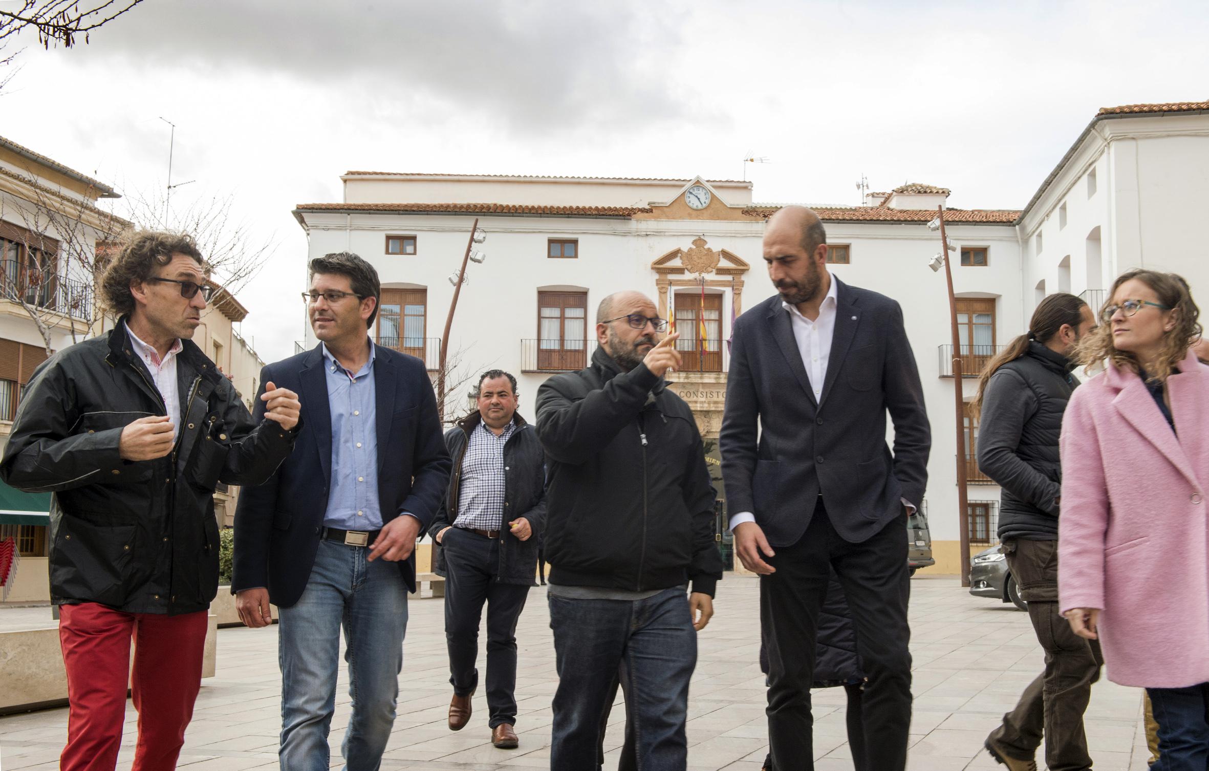 Jorge Rodríguez junto a Pablo Seguí y Fernando Benlliure durante la visita a Utiel.