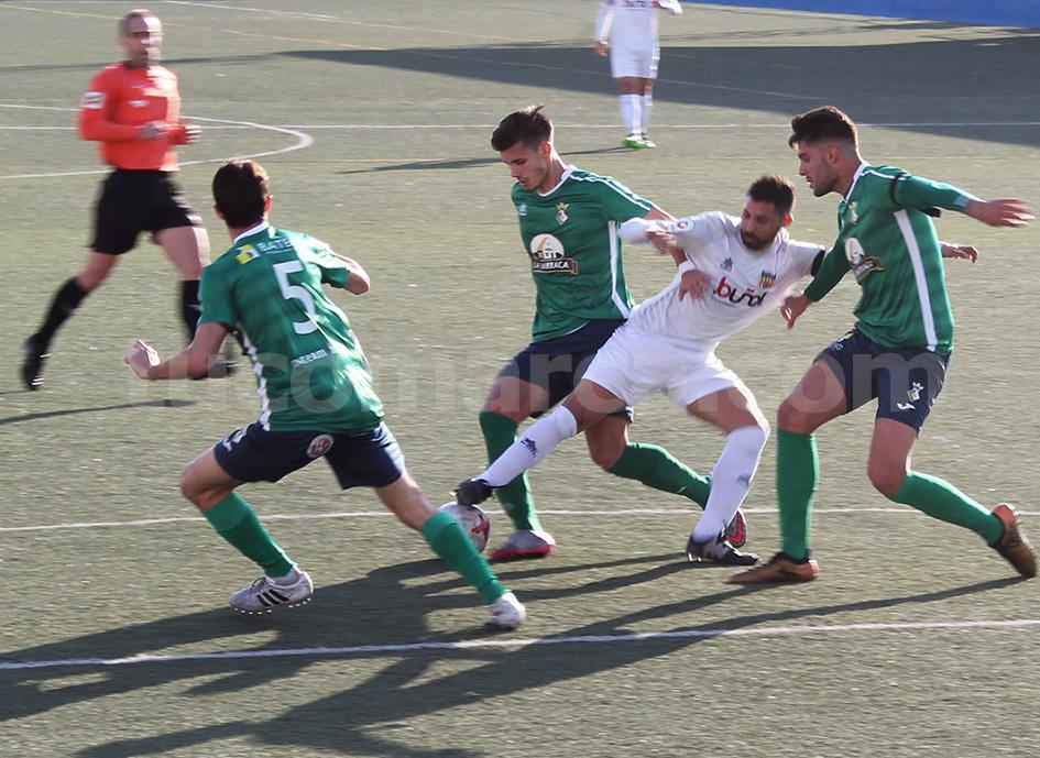 El CD Buñol ha cosechado tres importantísimos puntos frente al Almazora. Foto: Raúl Miralles.