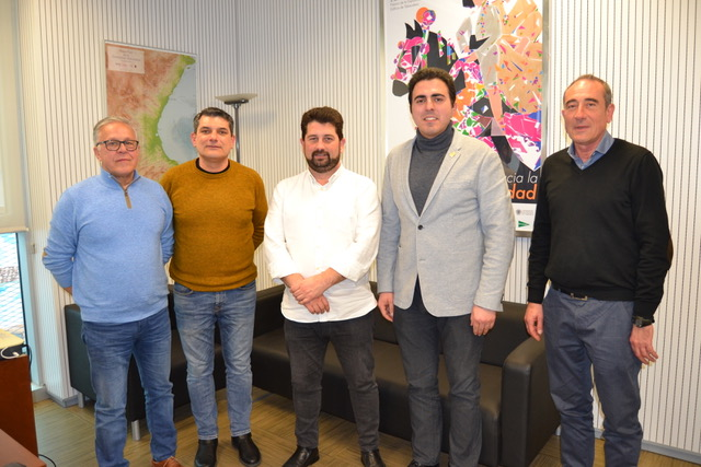 La nueva junta directiva de la Asociación de Empresarios y Autónomos de Buñol se ha presentado ante el director general de Comercio, Natxo Costa.