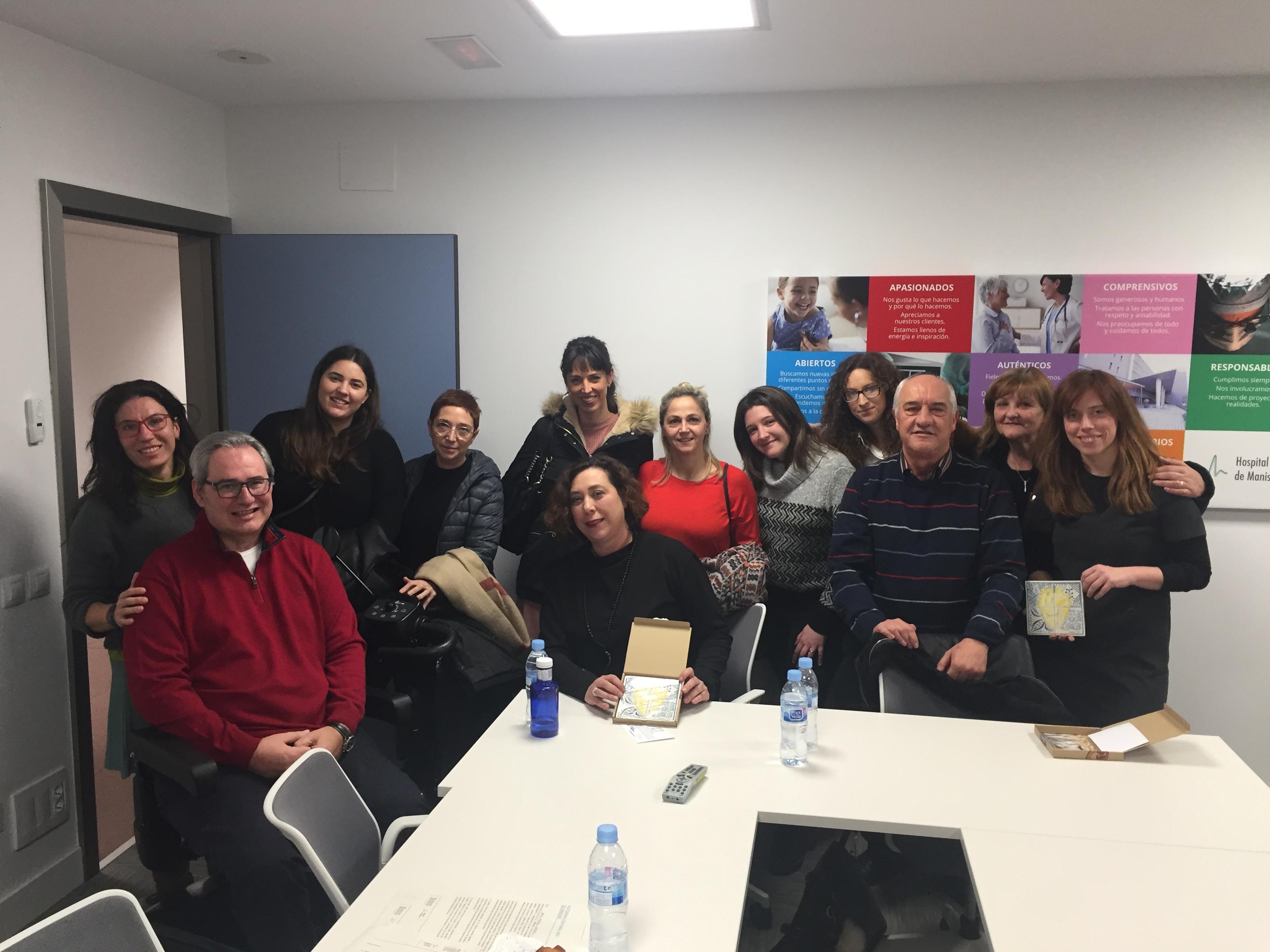 Reunión de enfermeras y enfermeros dela UCI del Hospital de Manises.