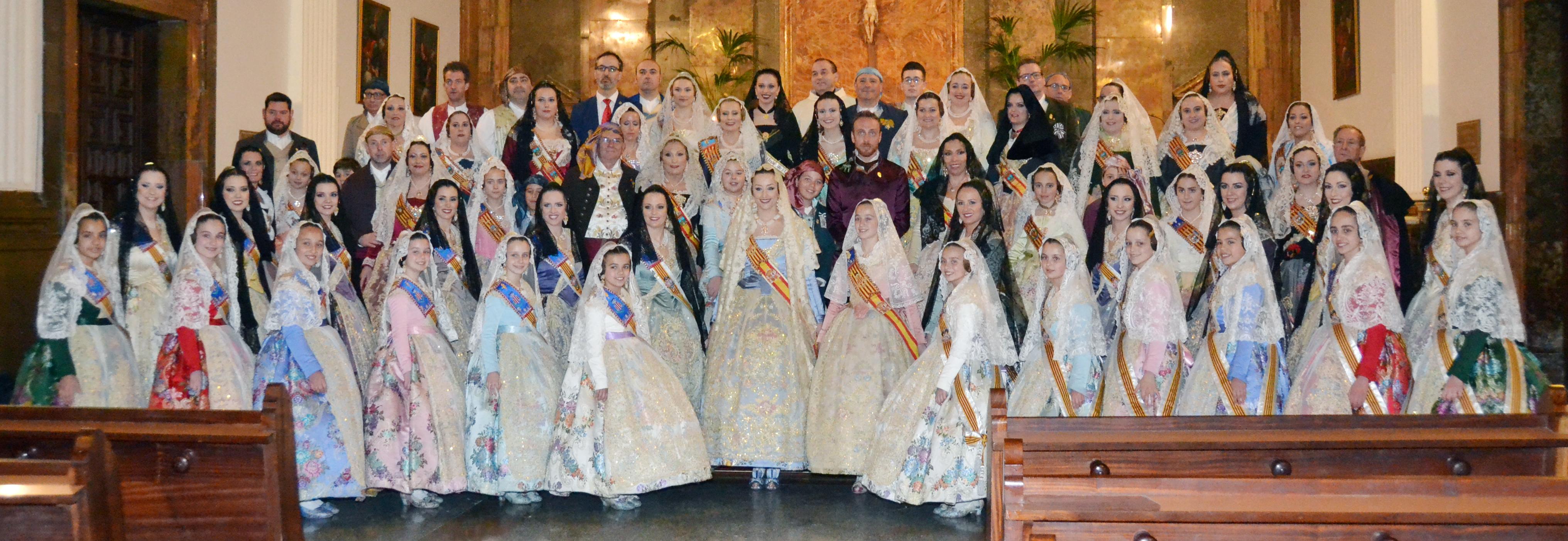 Les Falleres Majors de València ofrenaren a Turis junt a las cinc comisions de la localitat.