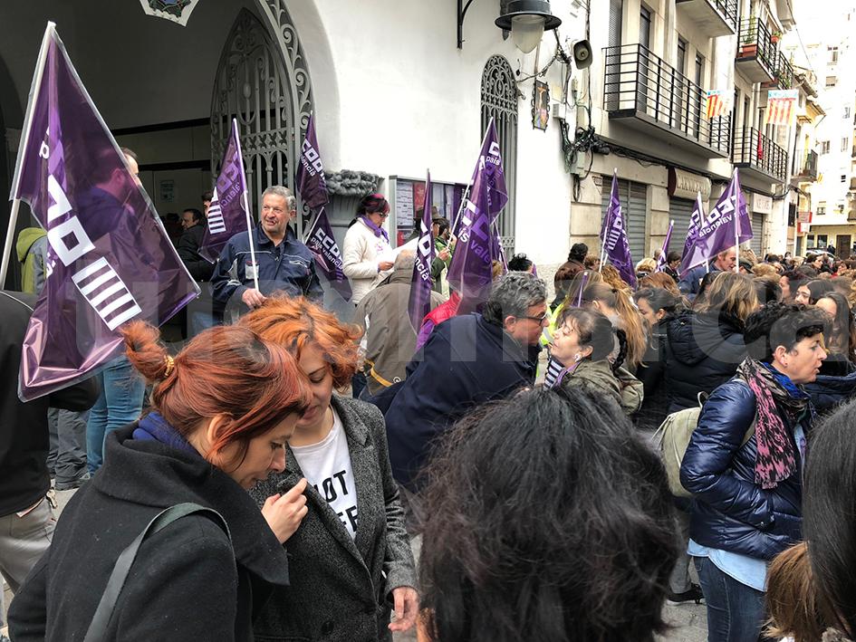Acto reivindicativo a las puertas del Ayuntamiento de Buñol.
