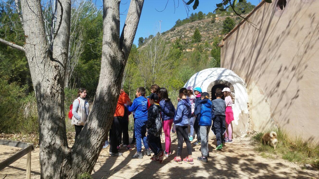 50 niños y niñas de entre 9 y 14 años participaron en el campamento de Pascua que cada año organiza la concejalía de Juventud del Ayuntamiento de Cheste.