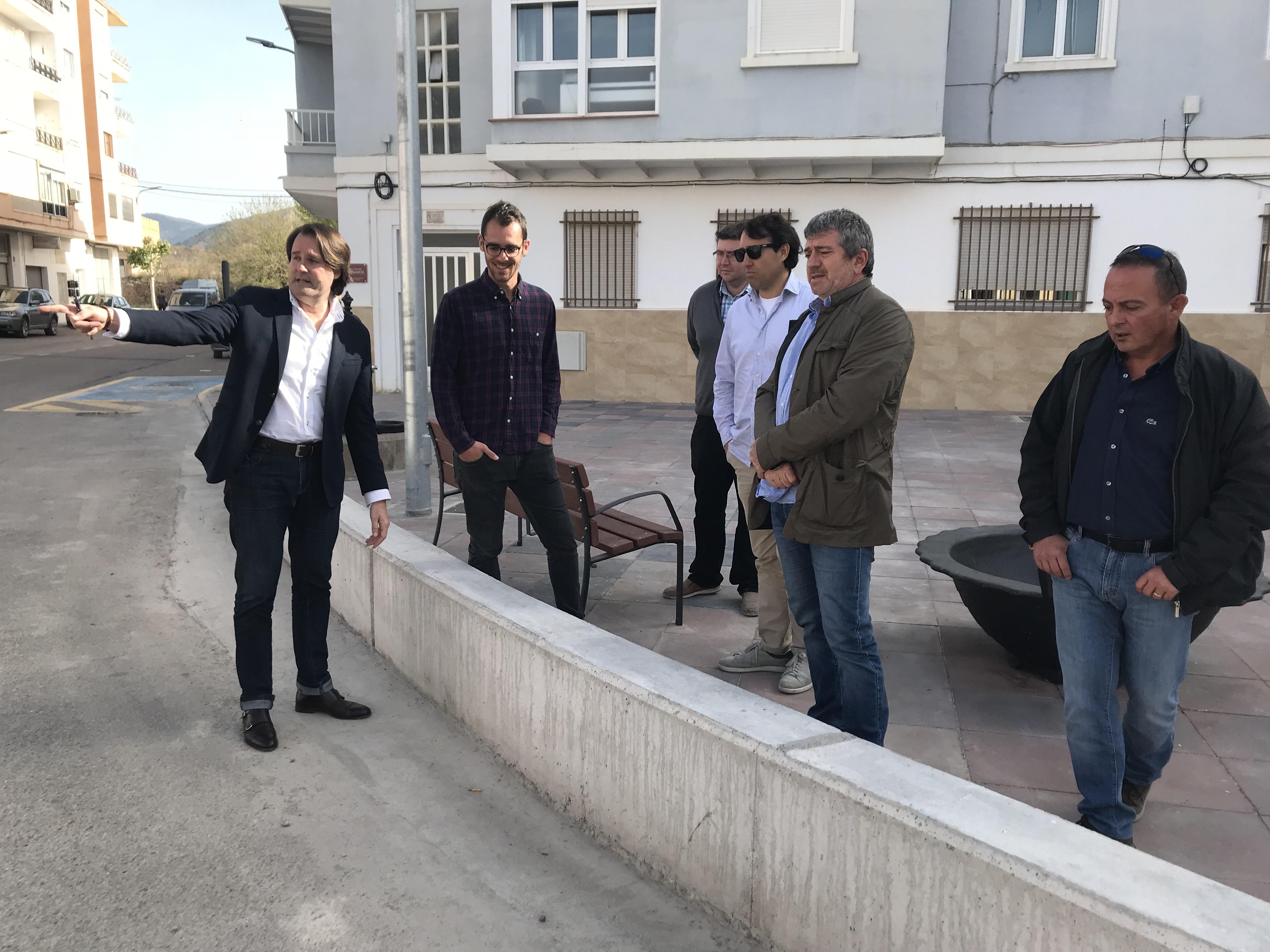 Las obras que ha realizado el Ayuntamiento de Villar del Arzobispo para la adecuación del pavimento de la plaza han contado con una ayuda de 92.500 euros del Programa de Riesgos Geológicos de la Diputación.