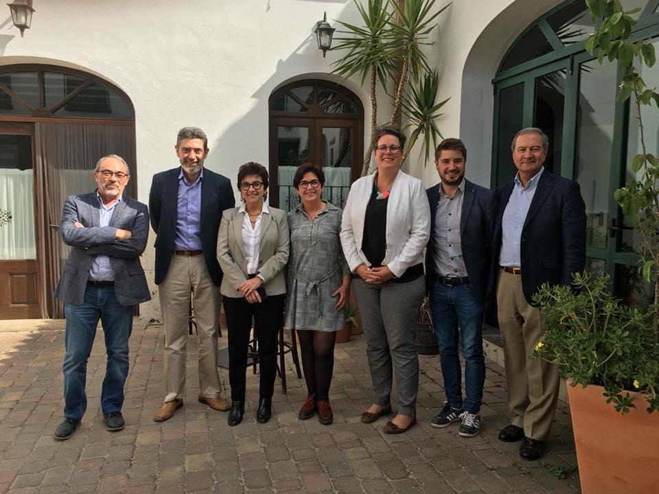Las secretarias autonómicas con la alcaldesa de Buñol y los responsables de Cemex.