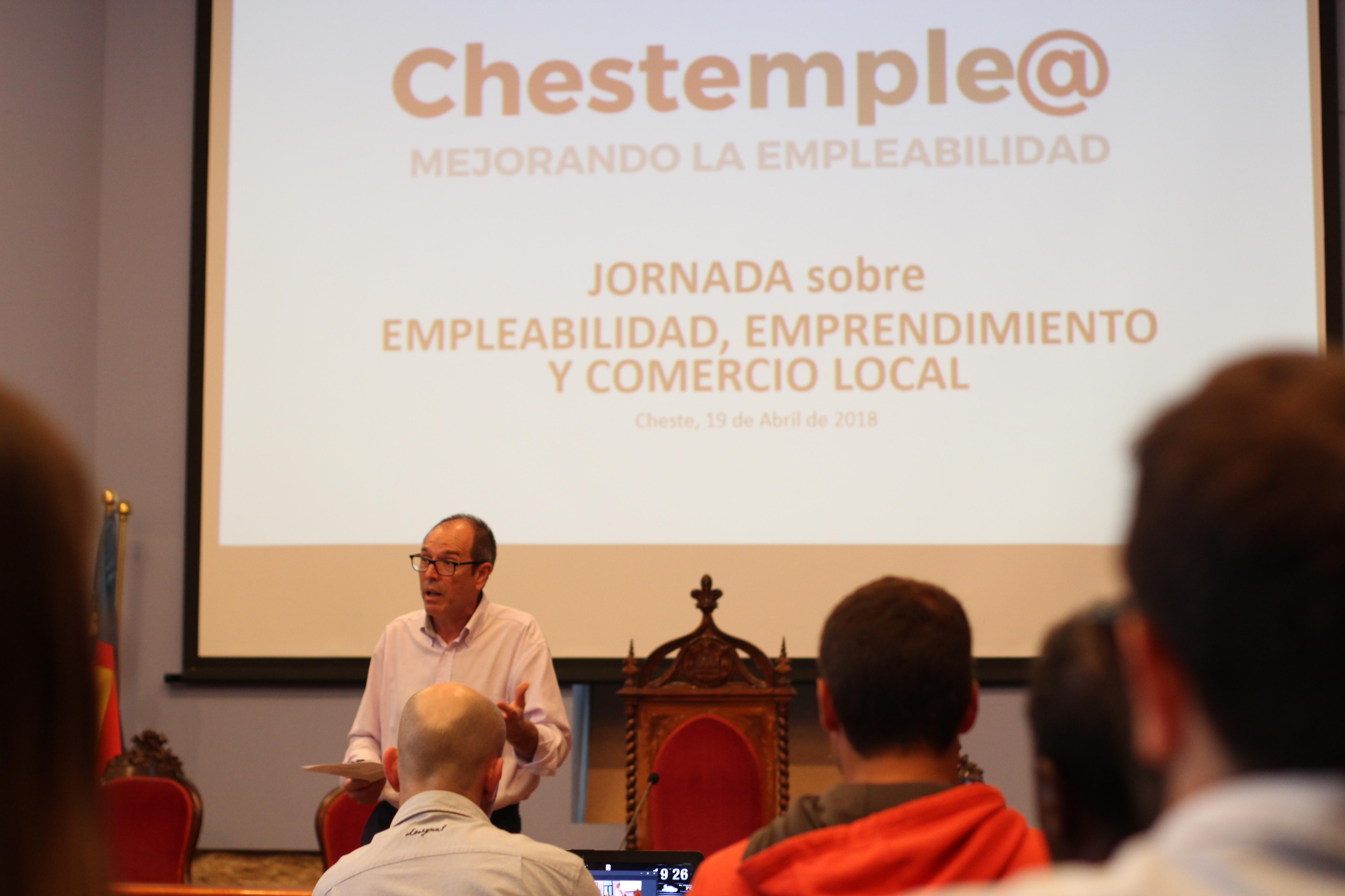 El salón de plenos del Ayuntamiento de Cheste acogió la presentación de los objetivos del Plan Integral de Empleo municipal 'Chestemple@.