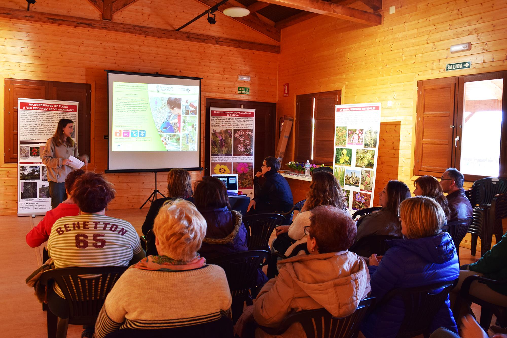 Este dissabte, 31 de març, el Centre de visitants del Parc Natural del Túria va acollir esta xarrada-col·loqui amb la presència d'una vintena de dones voluntàries i representants d'associacions mediambientals i ecologistes.