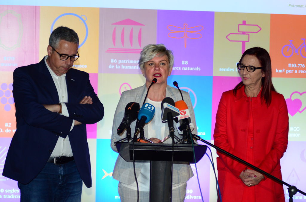 La diputada Pilar Moncho durante la presentación de la edición de 2018 con la vicepresidenta Mª José Amigó.