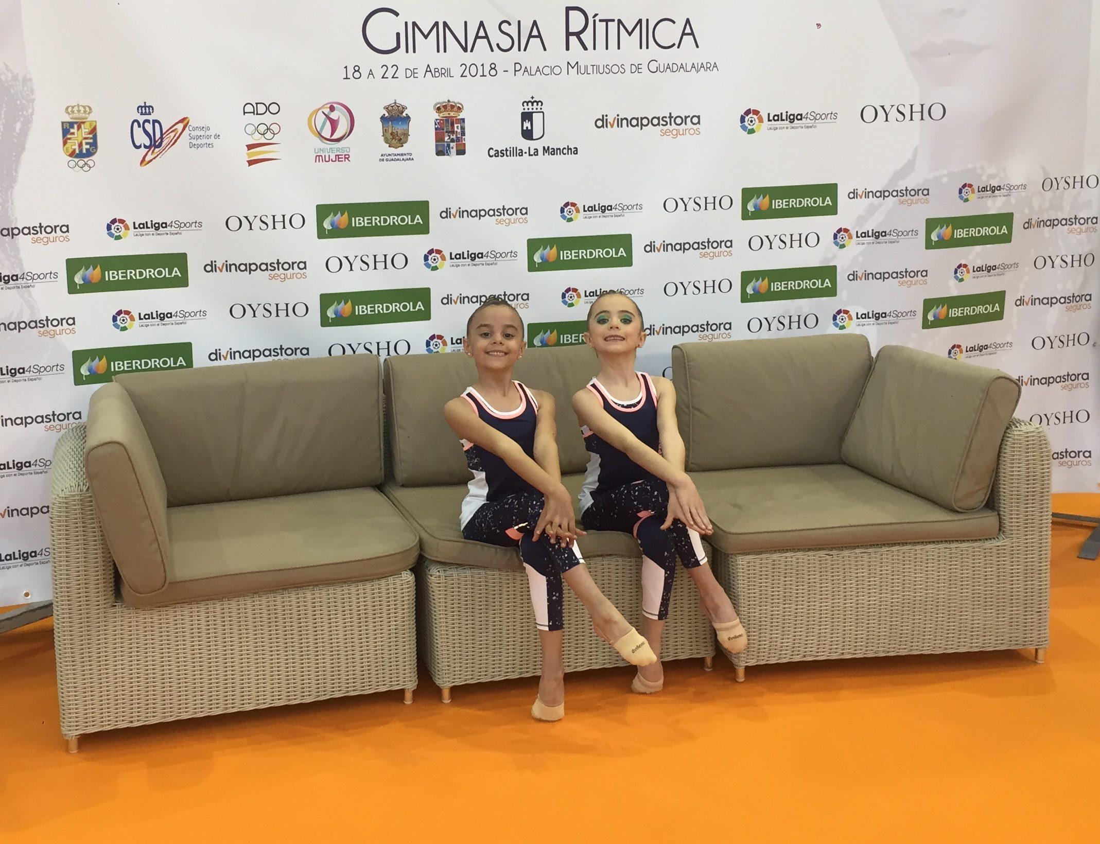 Las dos jóvenes gimnastas del Club Buñol-Turís.