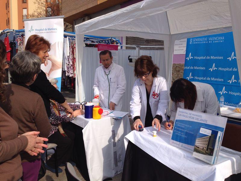 El Hospital de Manises establece cada año un plan para promocionar y formar a la población en salud y bienestar.