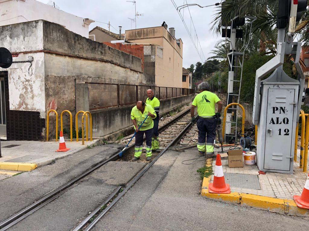 Las obras previstas tienen como objetivo mejorar las condiciones de seguridad en ambos pasos a nivel, con el acondicionamiento de los accesos peatonales.