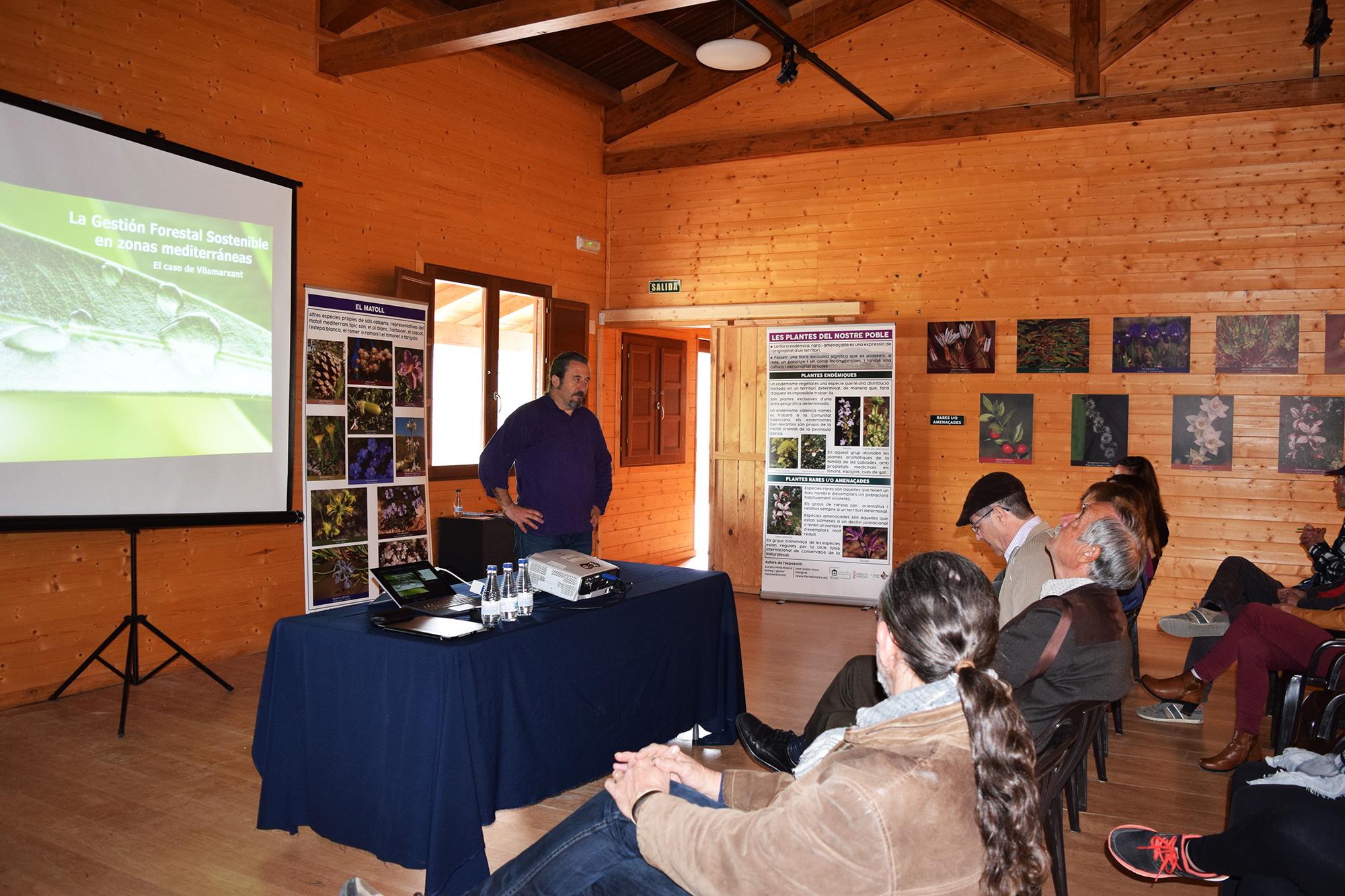 "Este dissabte el Centre de visitants del Parc Natural del Túria va acollir la xarrada ""La gestió forestal sostenible a zones mediterrànies: el cas de Vilamarxant"", amb el professor José Luis Lozano Terrazas."