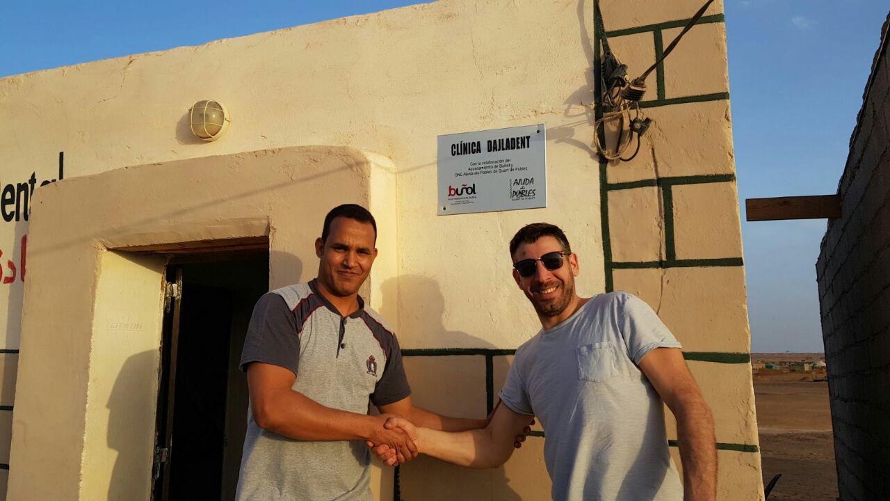 El concejal de Cooperación del Ayuntamiento de Buñol, Carles Xerri, se encuentra de visita hasta mañana jueves en los campamentos de refugiados saharuis. Visita los proyectos financiados por este consistorio, y que benefician a una población superior a las 40.000 personas.