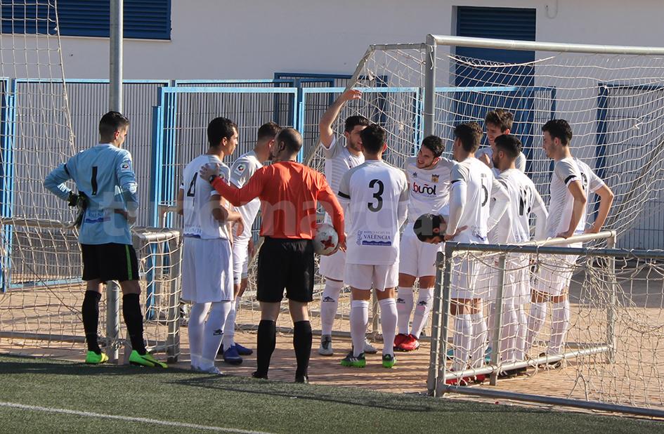 El CD Buñol ha logrado una importantísima victoria y unos muy necesarios 3 puntos para salvar la categoría. Foto: Raúl Miralles.