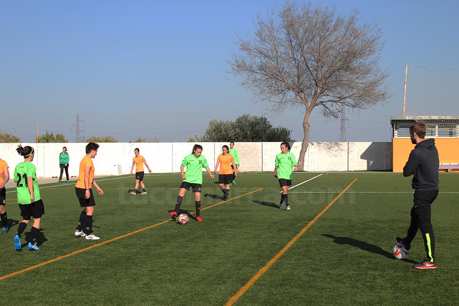 Las jugadoras de la UD Yátova femenino siguen con su excelente temporada. Foto: Raúl Miralles.