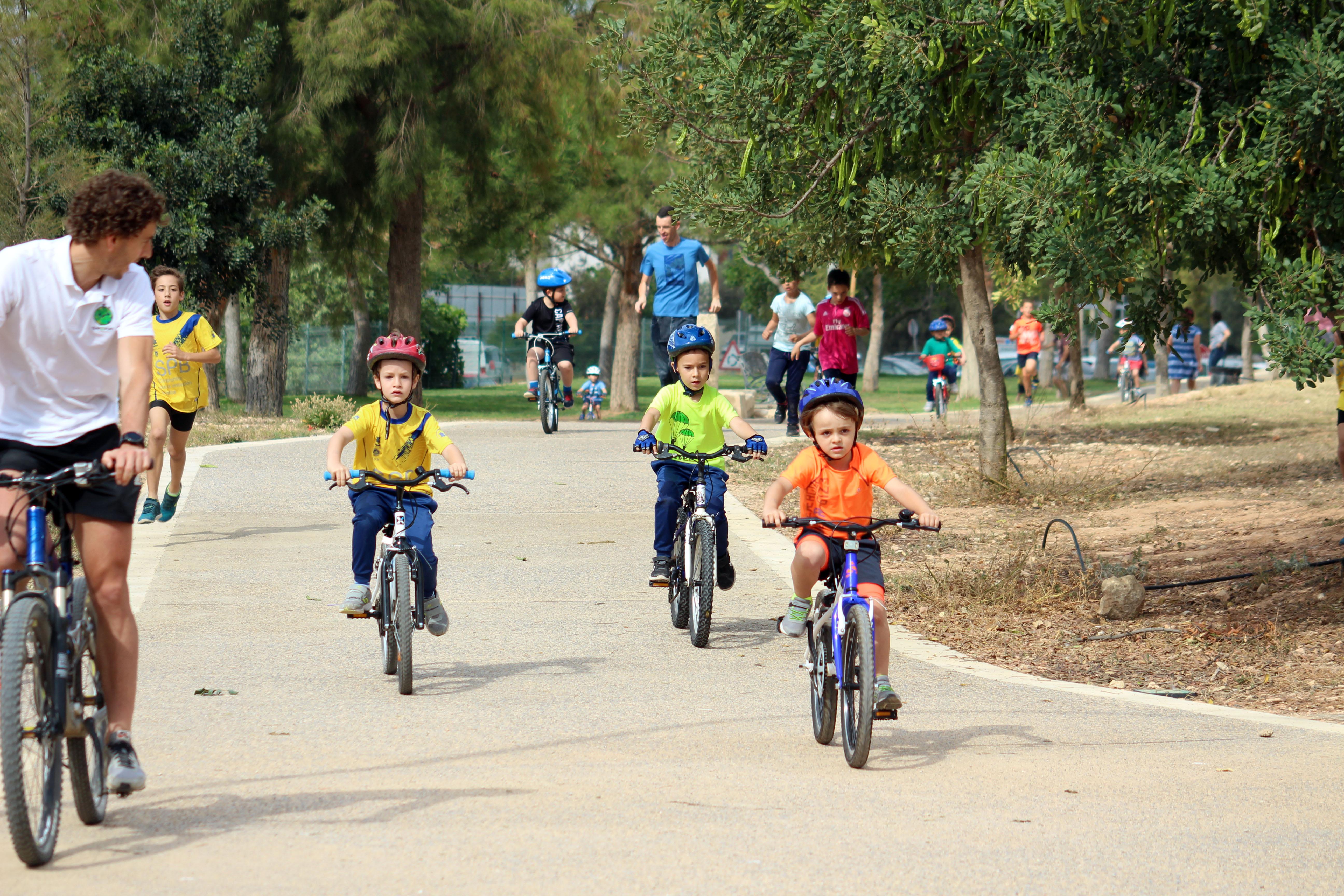 El buen ambiente y la deportividad caracterizaron el Duatlón celebrado ayer, domingo 27 de mayo, en el Parque de La Lomiquia de Cheste.