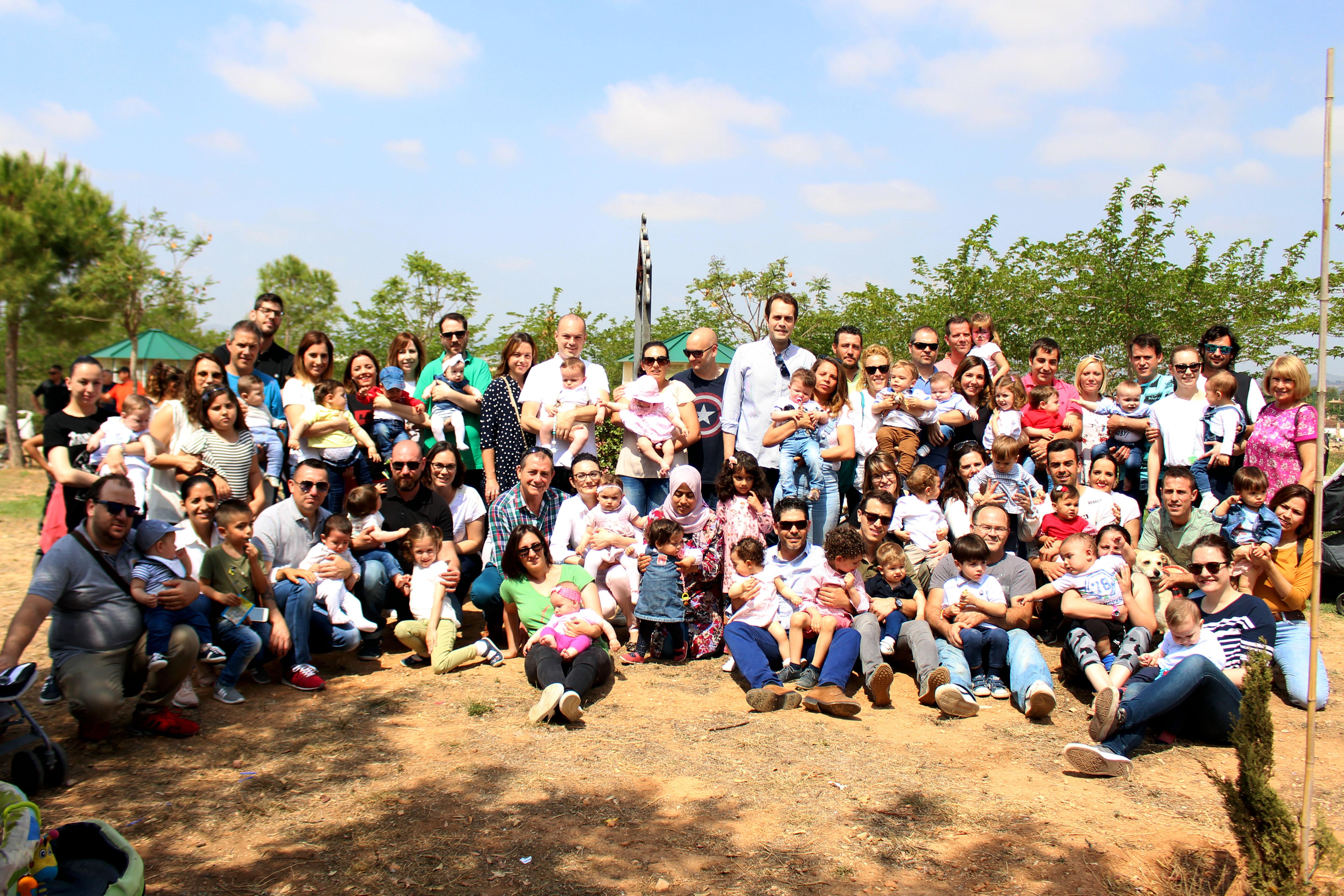 Los 60 niños y niñas nacidos en 2017 ya cuentan con su placa conmemorativa en el Parque de La Lomiquia.