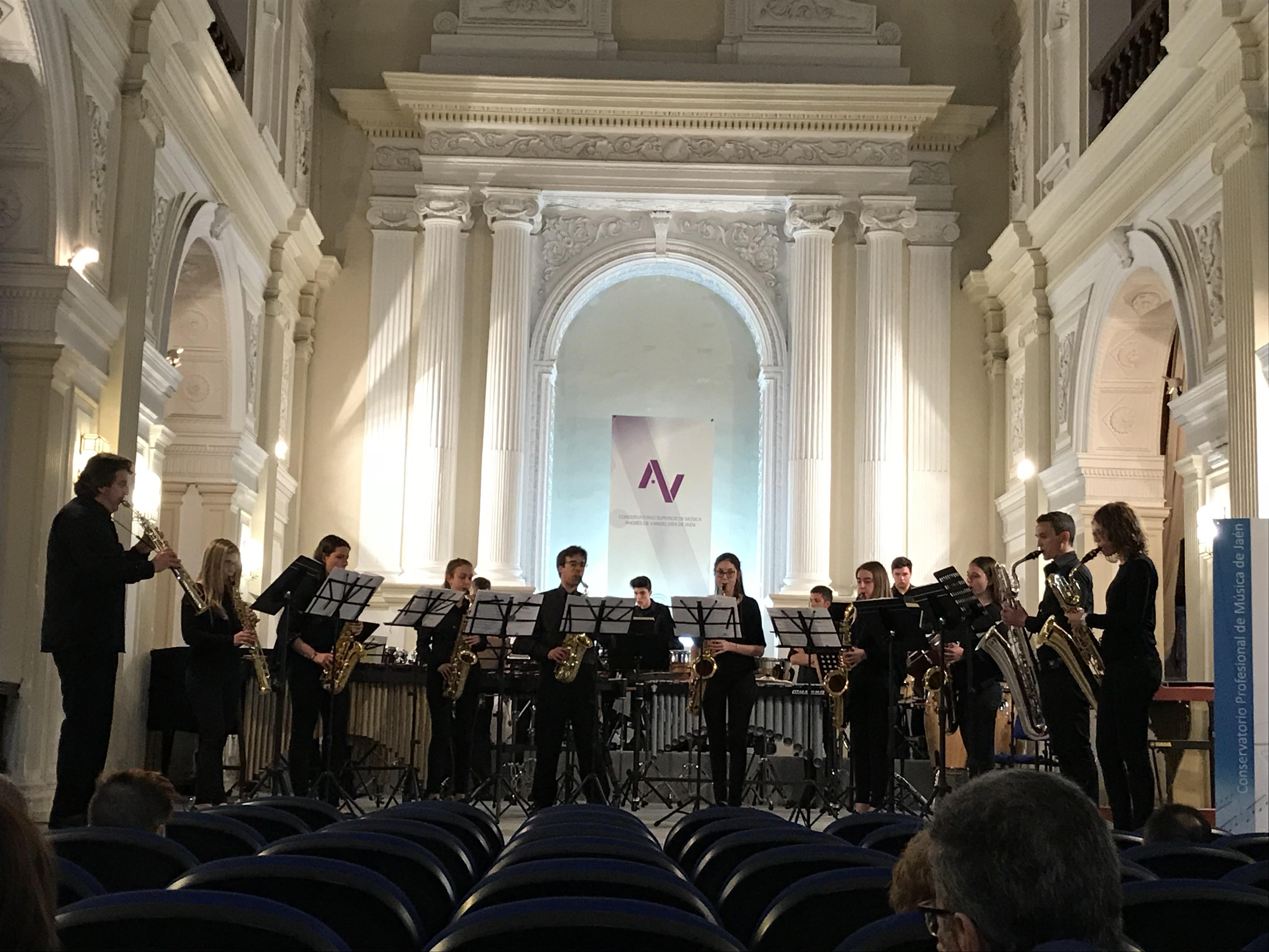Un momento de la actuación del conservatorio de Buñol en Jaen.