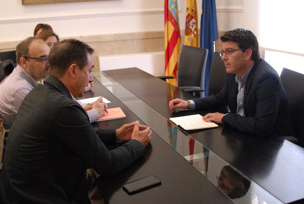 Reunión entre Jorge Rodríguez, Robert Raga y los directores de los conservatorios de Riba-roja.