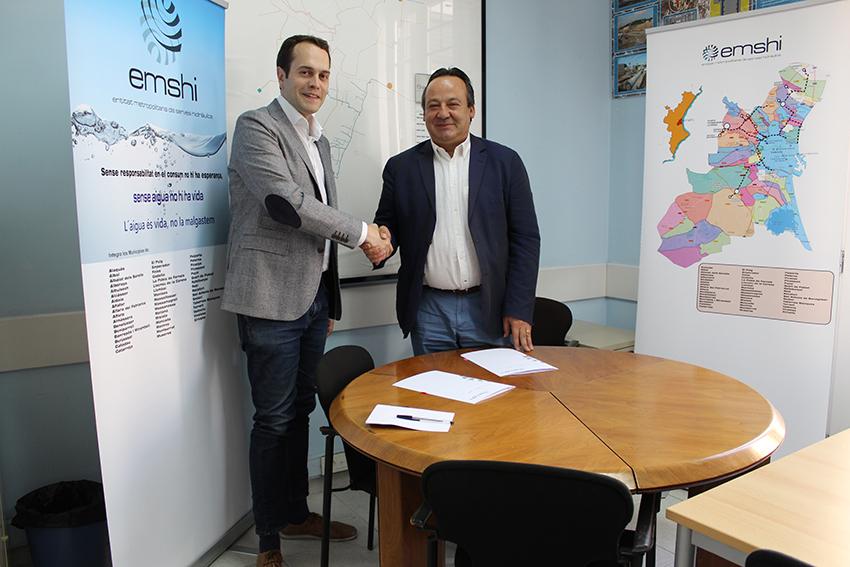 El alcalde de Cheste, José Morell, y el Presidente de la Entidad Metropolitana de Servicios Hidráulicos (EMSHI), Vicent Sarrià i Morell.