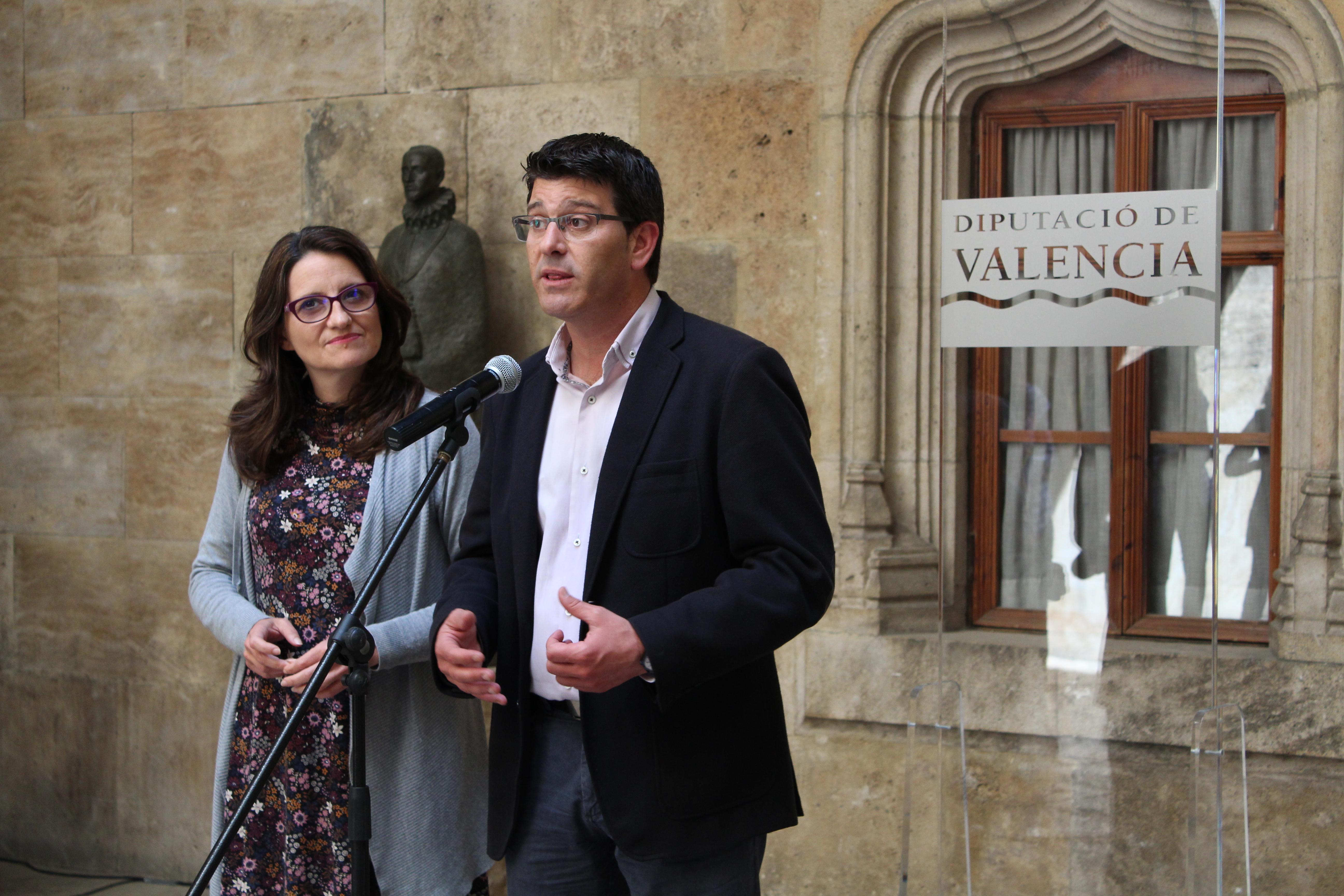 El presidente de la Diputació, Jorge Rodríguez junto a la la vicepresidenta del Consell y responsable de Inclusión Social, Mónica Oltra.