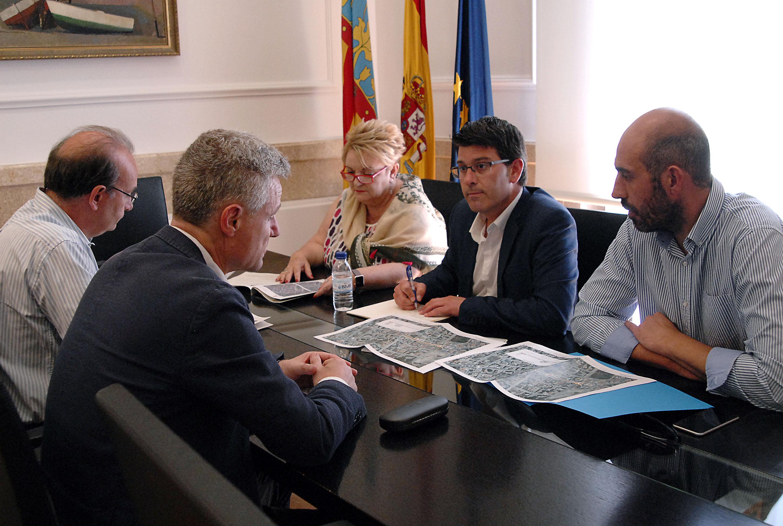 El president Jorge Rodríguez amb l'alcalde de l'Eliana i els diputats Pablo Seguí i Mercedes Berenguer.