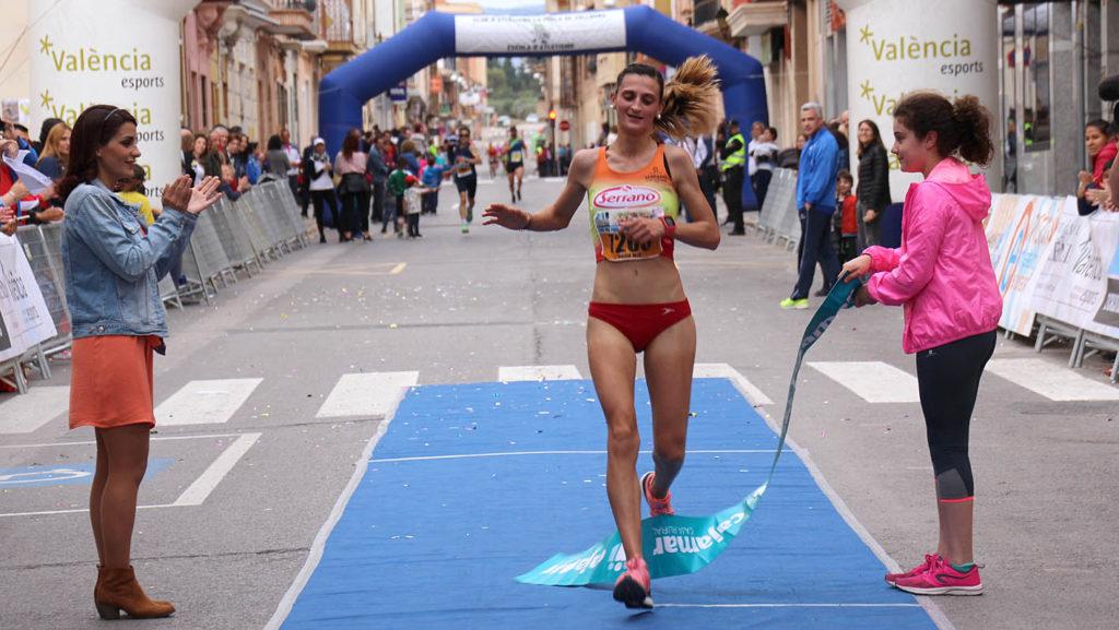 Mª José Cano arrasa en la 15k de la Pobla de Vallbona y se posiciona como favorita en el circuito de la Dipu.