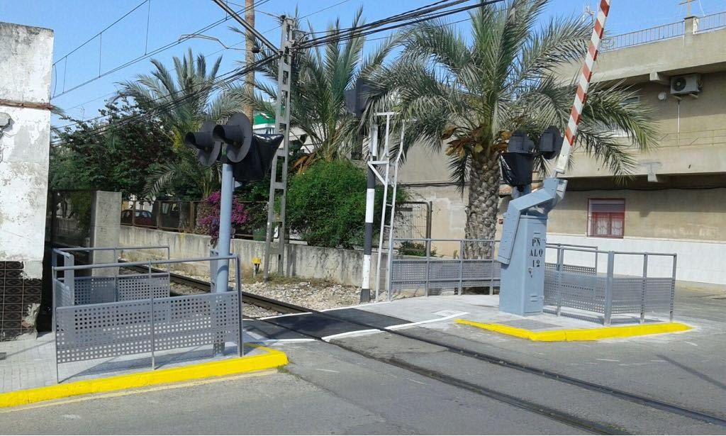 Las obras han permitido mejorar las condiciones de seguridad en ambos pasos a nivel.