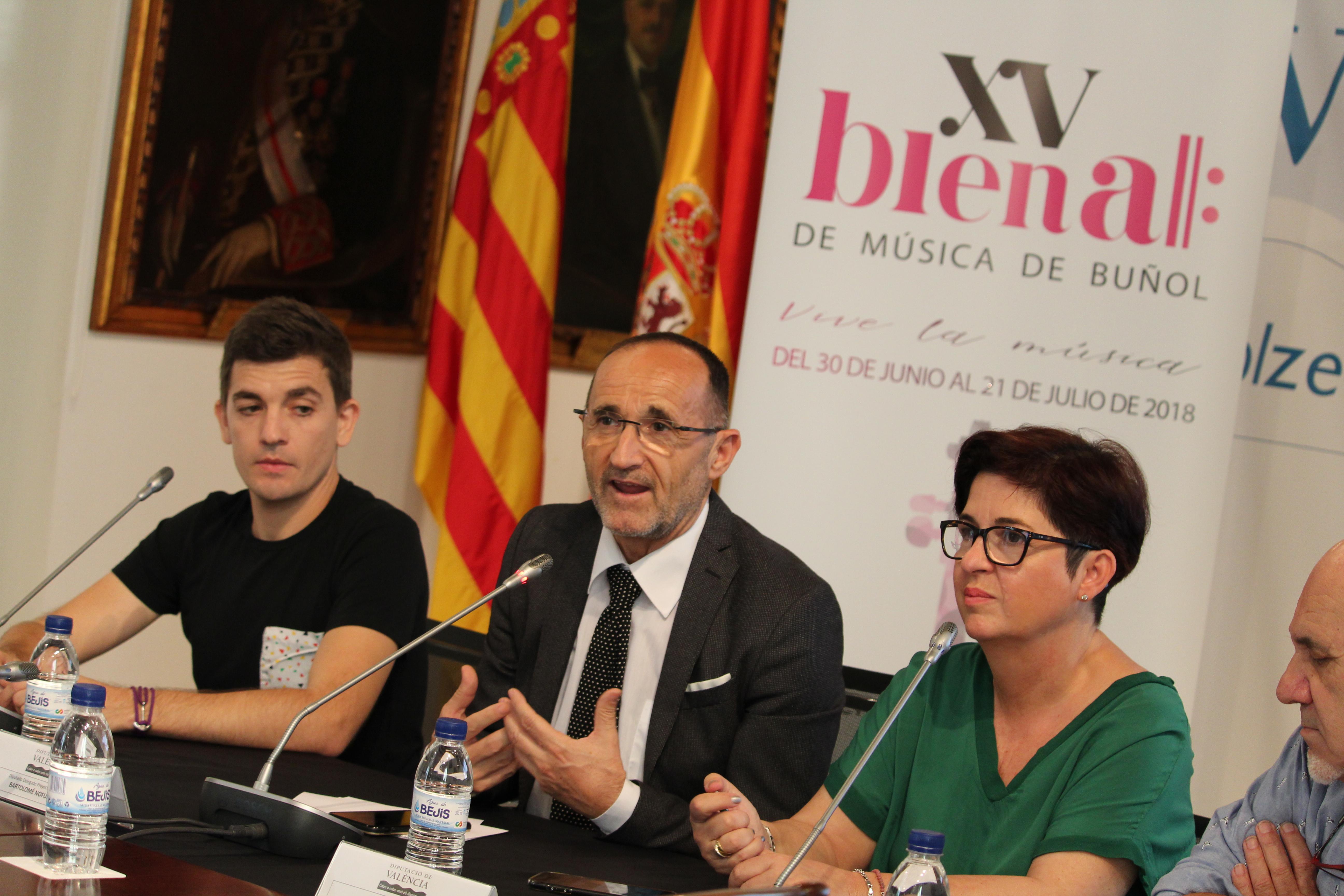 La Diputació se implica en la confección de las 25 propuestas artísticas de la XV Bienal de Buñol.