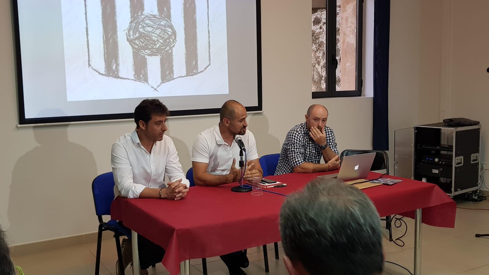 Directivos y presidente del CD Buñol durante la presentación del campus.